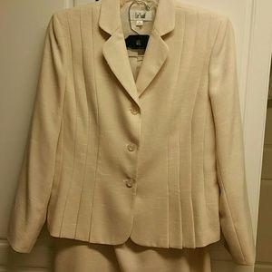 Le Suit 2pc skirt set EEUC